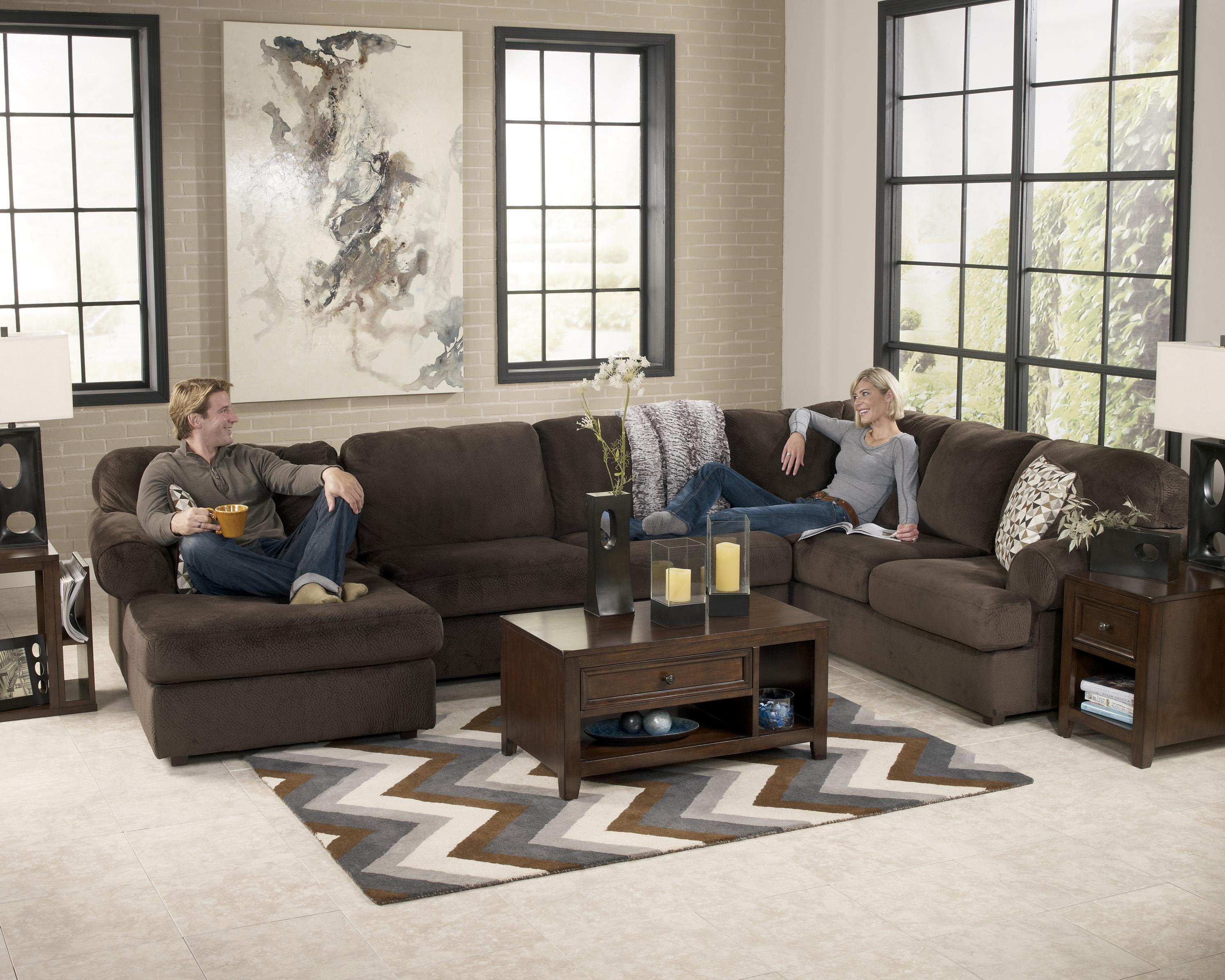 Casual sectional sofa with left chaise by signature design for Chaise 2 places