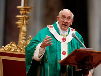 Pope Francis addresses seminarians