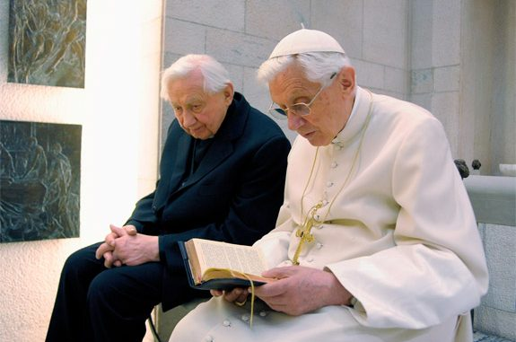 Georg Ratzinger travels to Rome to visit his brother