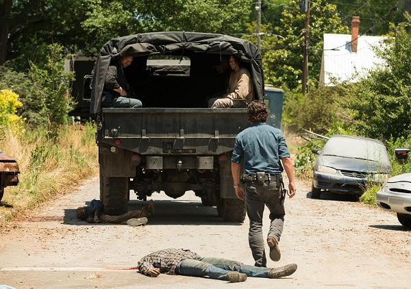 the-walking-dead-episode-704-rick-lincoln-3-935-600x422