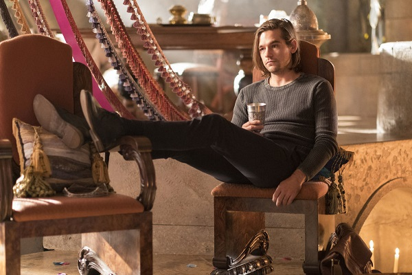 "THE MAGICIANS -- ""The Girl Who Told Time"" Episode 210 -- Pictured: Jason Ralph as Quentin -- (Photo by: Eike Schroter/Syfy)"