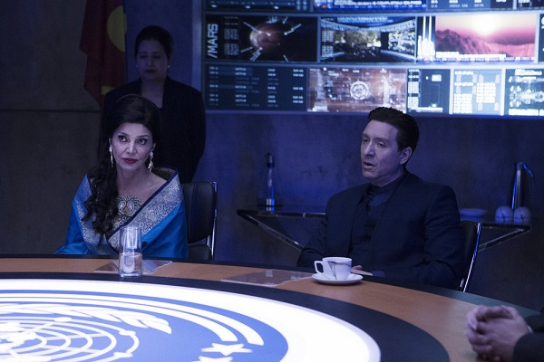 "THE EXPANSE -- ""Paradigm Shift"" Episode 206 -- Pictured: (l-r) Shohreh Aghdashloo as Chrisjen Avasarala, Shawn Doyle as Secretary Errinwright -- (Photo by: Rafy/Syfy)"