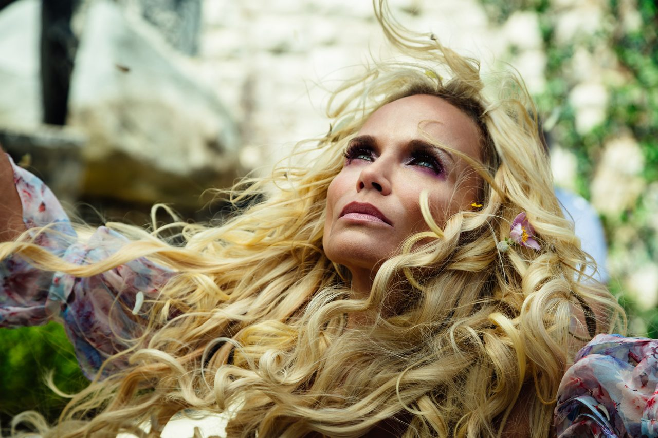 Easter lets her hair down (American Gods)