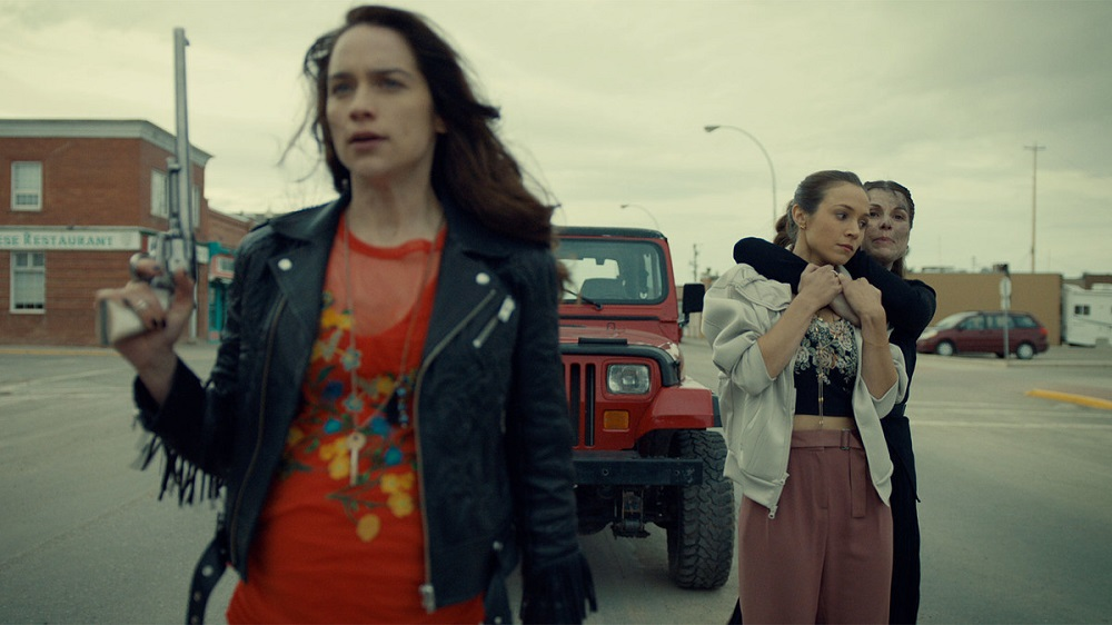 Is dominique dating the the girl from wynonna earp