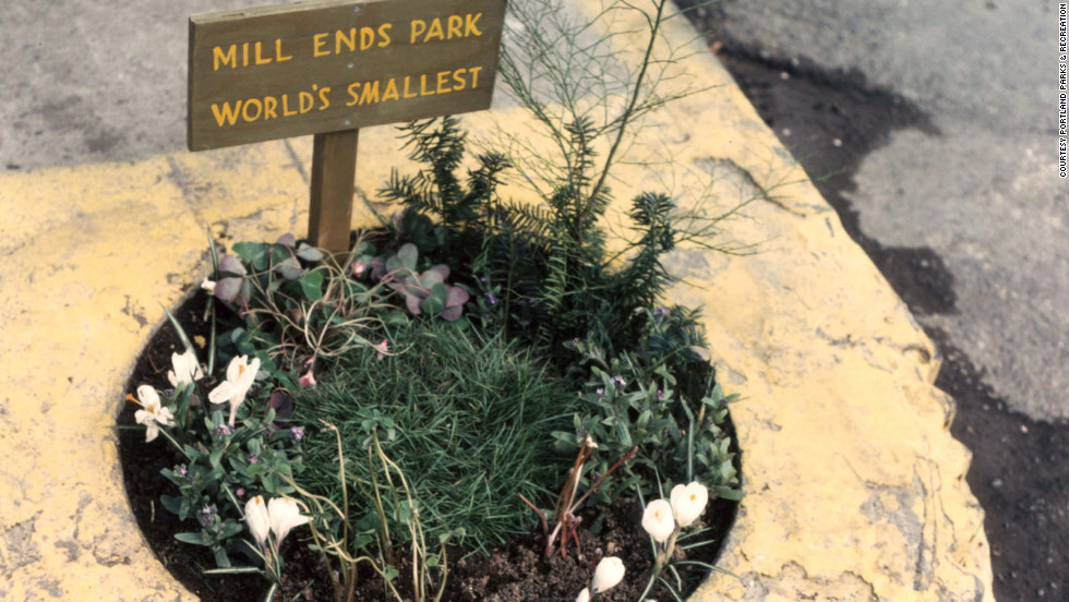 Geek Girl Authority Labor Day Activities and Ideas Visit a Park Mill Ends Park World's Smallest Park Portland
