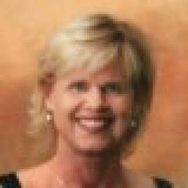Julie Holoien Giglio headshot