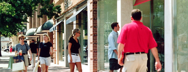 Shoppers on The Country Club Plaza