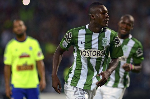Colombia's Atletico Nacional player Marlos Moreno (C) celebrates  with teammates  after scoring a goal against Peru's Sporting Cristal   during the Copa Libertadores 2016 group 4 football match at Atanasio Girardot stadium in Medellin, Antioquia department, Colombia on March 1, 2016. AFP PHOTO/Raul ARBOLEDA / AFP / RAUL ARBOLEDA