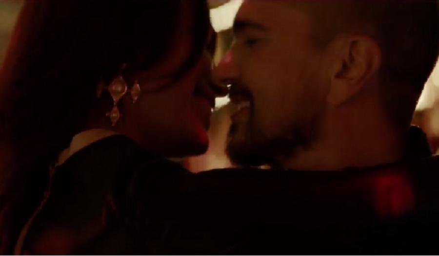 El cantante Juanes estrena el video de 'Fuego', su nueva canción.