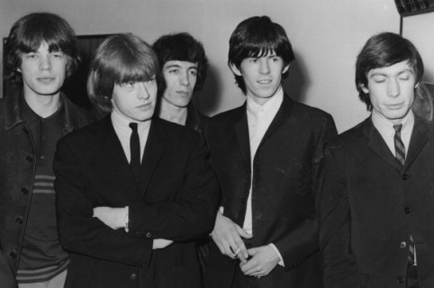 circa 1965:  The Rolling Stones at London Airport, prior to leaving for New York on a three week tour of America, They are, from left to right;  Mick Jagger, Brian Jones (1942 - 1969),  Bill Wyman, Keith Richards and Charlie Watts.  (Photo by Central Press/Getty Images)