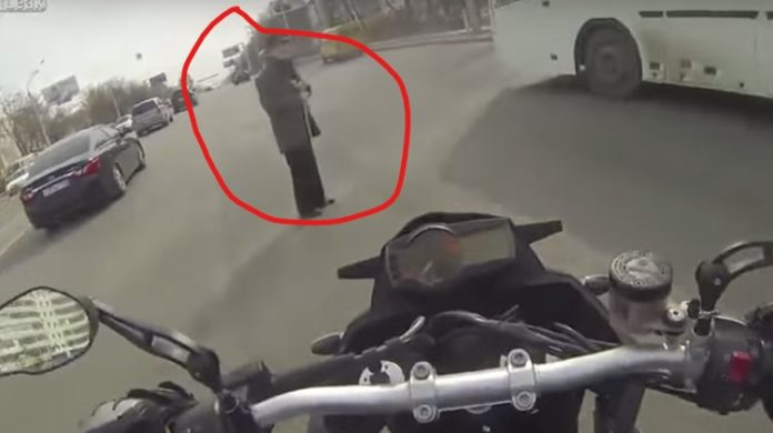 Selfless Biker Helps Old Man