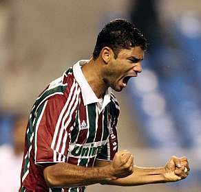 8acd45827a A segunda-feira teve uma boa notícia  o zagueiro Gum renovou por mais  quatro anos com o Fluminense. Depois de um 2014 complicado
