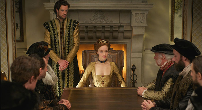 Charlie Carrick as Robert Dudley and Rachel Skarsten as Queen Elizabeth I in Reign (Sven Frenzel/The CW)