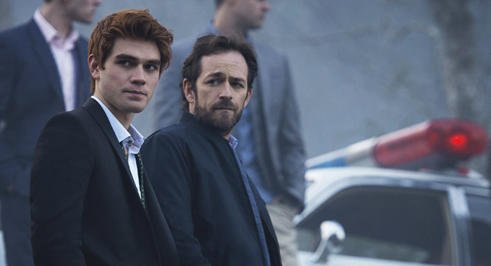 Riverdale - KJ Apa, Luke Perry (Diyah Pera/The CW)