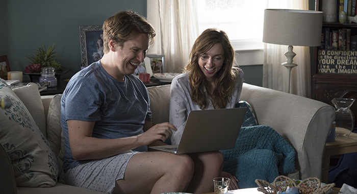 Pete Holmes, Lauren Lapkus in Crashing (Mary Cybulski/HBO)
