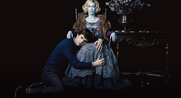 Freddie Highmore, Vera Farmiga in Bates Motel (A&E)
