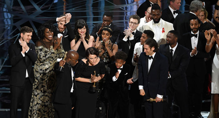 Cast and crew of 'Moonlight' accept the Best Picture (Kevin Winter/Getty Images)