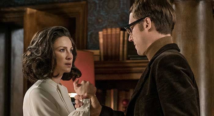 Caitriona Balfe, Tobias Menzies in season 3 of Outlander (Starz)
