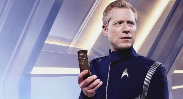 Reasons Trek Fans Should Be Excited About Star Trek Discovery - Replacing guns in famous movie scenes with selfie sticks is way better than youd imagine