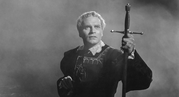HAMLET, Laurence Olivier, 1948 (Courtesy Everett Collection)