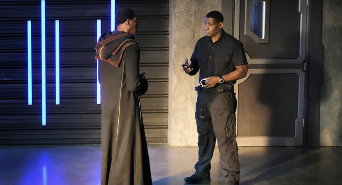 "Supergirl -- ""In Search of Lost Time"" -- Image Number: SPG315a_0018.jpg -- Pictured (L-R): Carl Lumbly as Myr'nn J'onzz and David Harewood as Hank/J'onn -- Photo: Robert Falconer/The CW -- © 2018 The CW Network, LLC. All Rights Reserved."