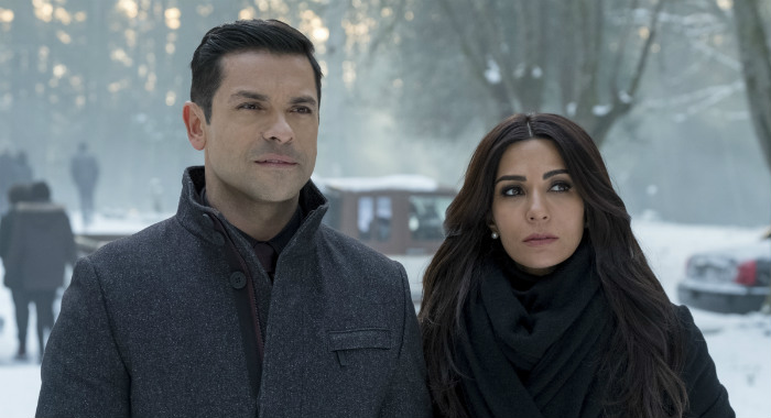 "Riverdale -- ""Chapter Thirty-Two: Prisoners"" -- Image Number: RVD219b_0325.jpg -- Pictured (L-R): Mark Consuelos as Hiram and Marisol Nichols as Hermione -- Photo: Katie Yu/The CW -- © 2018 The CW Network, LLC. All Rights Reserved."