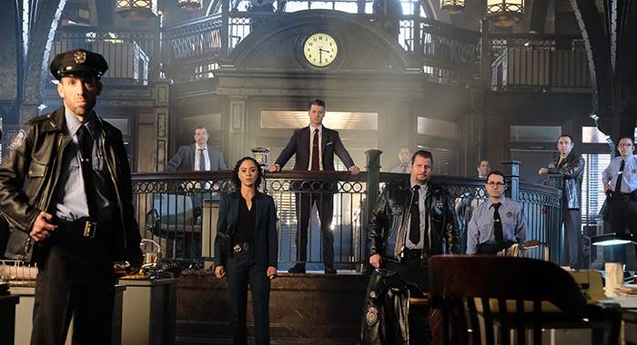 "GOTHAM: Inside the GCPD. Ben McKenzie in the ""A Dark Knight: Queen Takes Knight"" Cr: David Giesbrecht/FOX"