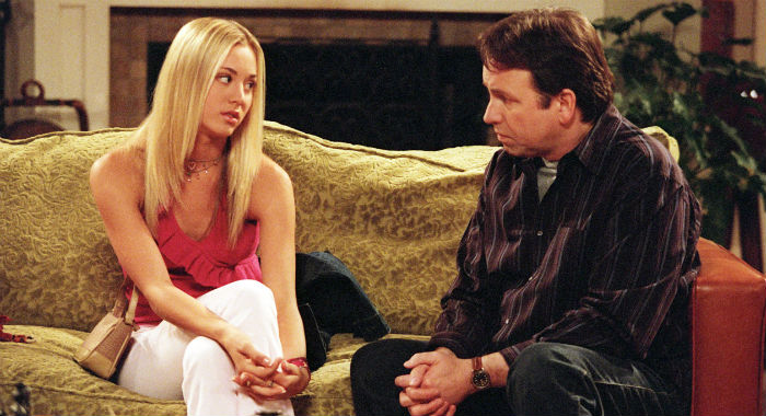 8 SIMPLE RULES... FOR DATING MY TEENAGE DAUGHTER, Kaley Cuoco, John Ritter, Courtesy Everett Collection