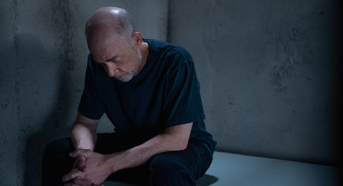 Counterpart star J.K. Simmons in season 2 (Starz)