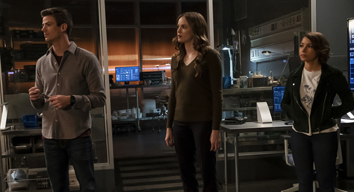 "The Flash -- ""What's Past is Prologue"" -- Image Number: FLA508a_0289bc.jpg -- Pictured (L-R): Grant Gustin as Barry Allen, Danielle Panabaker as Caitlin Snow and Jessica Parker Kennedy as Nora West - Allen -- Photo: Jeff Weddell/The CW -- © 2018 The CW Network, LLC. All rights reserved"