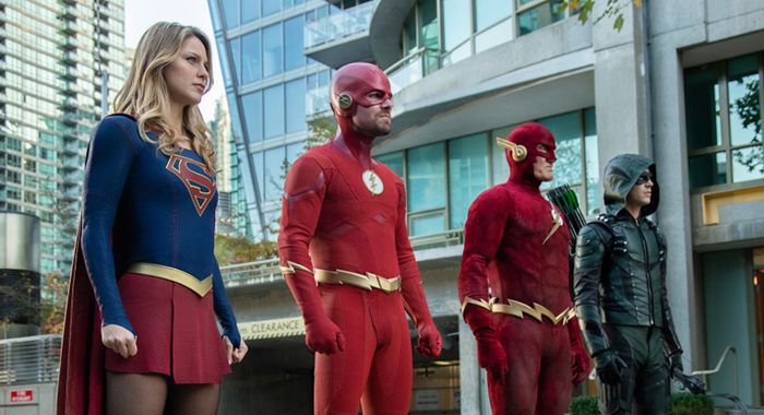 "Arrow -- ""Elseworlds, Part 2"" -- Image Number: AR709b_0562r -- Pictured (L-R): Melissa Benoist as Kara/Supergirl, Stephen Amell as Barry Allen/The Flash, John Wesley Shipp as The Flash and Grant Gustin as Oliver Queen/Green Arrow -- Photo: Jack Rowand/The CW"
