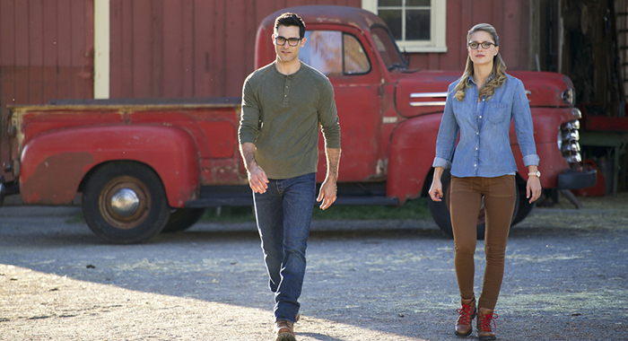 "The Flash -- ""Elseworlds, Part 1"" -- Image Number: FLA509a_0458b2.jpg -- Pictured (L-R): Tyler Hoechlin as Clark Kent and Melissa Benoist as Kara/Supergirl -- Photo: Shane Harvey/The CW"