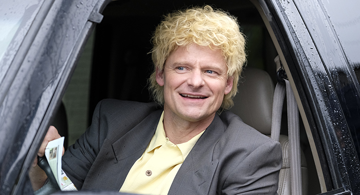 Steve Zahn as conman turned dot com founder Michael Fenne in National Geographic's VALLEY OF THE BOOM. (National Geographic/Bettina Strauss)