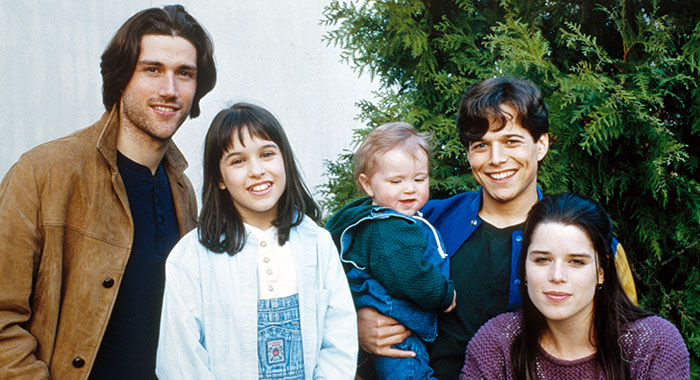 PARTY OF FIVE, Matthew Fox, Lacey Chabert, Andrew/Steven Cavarno, Scott Wolf, Neve Campbell, Season 1, 1994-1995. Photo: Courtesy Everett Collection