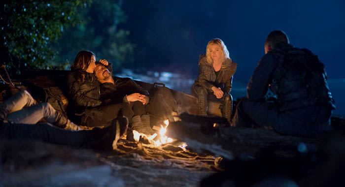 "The 100 -- ""Sanctum"" -- Image Number: HUN601b_0257r.jpg -- Pictured (L-R): Tasya Teles as Echo, Bob Morley as Bellamy, and Eliza Taylor as Clarke -- Photo: Diyah Pera/The CW"