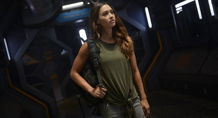 "The 100 -- ""Sanctum"" -- Image Number: HU601a_0382r.jpg -- Pictured: Lindsey Morgan as Raven -- Photo: Sergei Bachlakov/The CW"