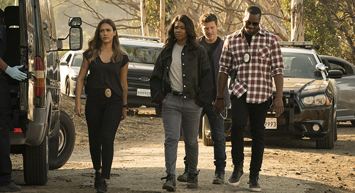 "LA's Finest – S1 – EP2 (101) – ""DEFIANCE"" – Jessica Alba as Nancy McKenna, Gabrielle Union as Sydney Burnett, Zach Gilford as Ben Walker, Duane Martin as Ben Baines Photographer: Nicole Wilder/Spectrum Originals"
