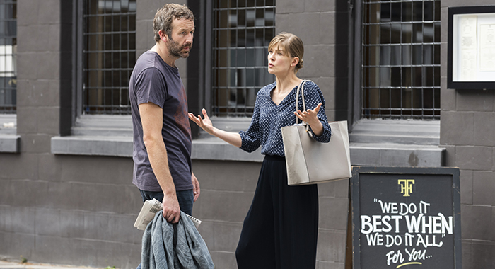 Rosamund Pike as Louise, Chris O'Dowd as Tom - State of the Union _ Season 1, Episode 3 - Photo Credit: Parisatag Hizadeh/Confession Films/SundanceTV