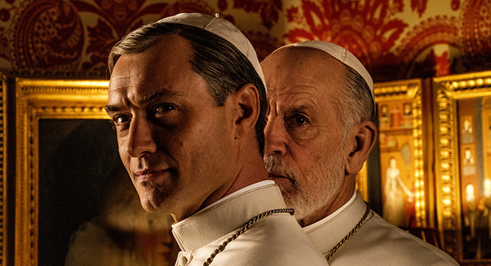 The New Pope - Photo: Jude Law, John Malkovich (Credit: Gianni Fiorito/HBO)