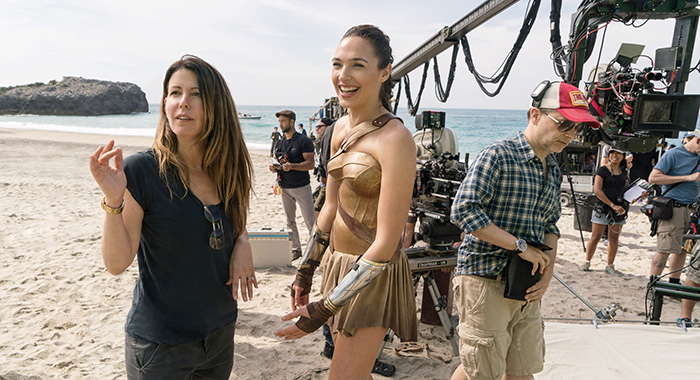 WONDER WOMAN, director Patty Jenkins, Gal Gadot on set, 2017. ph: Clay Enos/©Warner Bros./courtesy Everett Collection