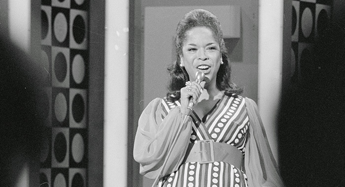 "6/9/1969-Los Angeles, CA-ORIGINAL CAPTION READS: Singer Della Reese shown performing on her TV series: ""The Della Reese Show."" (Courtesy Everett Collection)"
