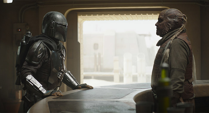 Pedro Pascal and Weequay bartender in The Mandalorian season 2, episode 1