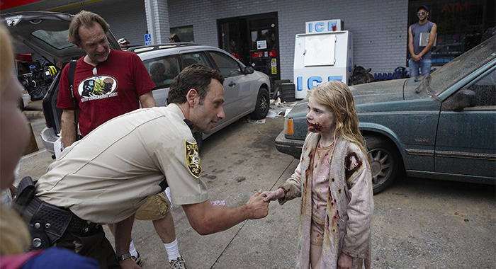Greg Nicotero, Andrew Lincoln and little girl zombie in The Walking Dead, Season 1