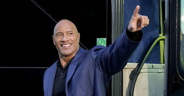 How Dwayne Johnson&#8217;s Viral Fanny Pack Photo Inspired His <em>Young Rock</em> Sitcom