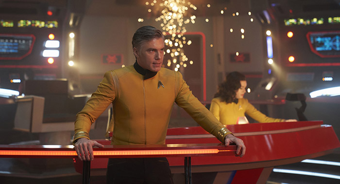 Anson Mount and Rebecca Romijn in STAR TREK: DISCOVERY