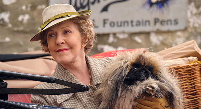 """MRS PUMPHREY (PATRICIA HODGE) in """"All Creatures Great and Small"""" Season 2"""