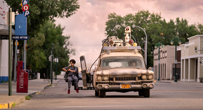 McKenna Grace and Finn Wolfhard in Ghostbusters: Afterlife