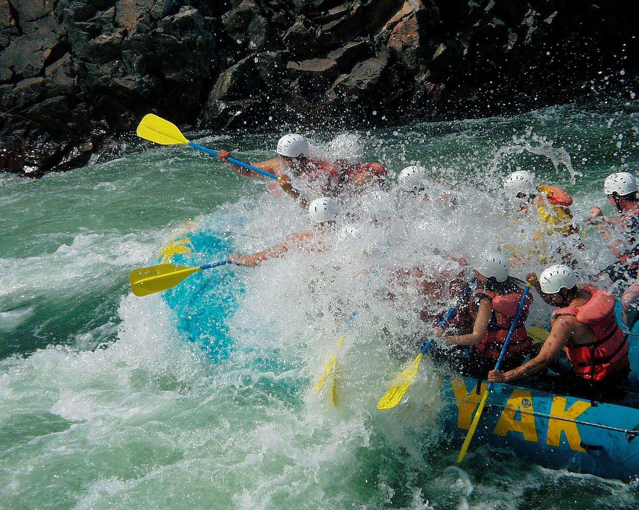river-rafting-50112_1280