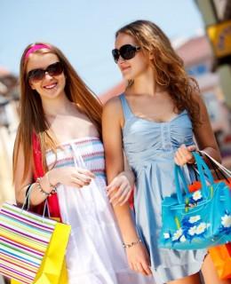 142004-566x848r1-teen-girls-shopping