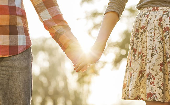 couple-holding-hands-getty-thinkstock-650